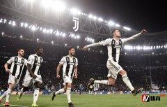 完成帽子戏法之后,C罗在欧冠中戴帽的次数追平了梅西